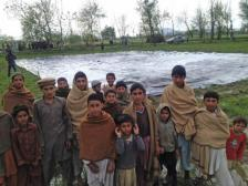 Gyermekáldozat fotójával fogadják a drónokat Pakisztánban