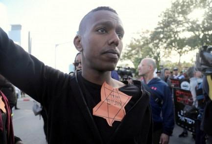 Tel-Avivban fekete zsidók tüntetnek az izraeli rendőrök rasszizmusa ellen – a fagyi visszanyal a Szentföldön?