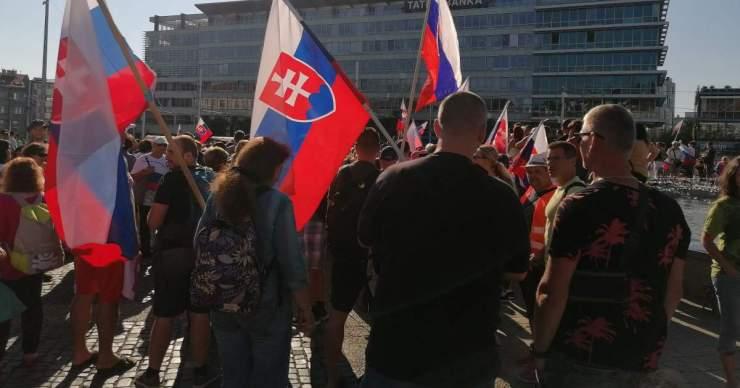Közlekedési dugókat okozott Pozsonyban a tüntető tömeg