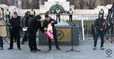 Erő és Elszántság: Lángoltak az MSZP és DK zászlók!
