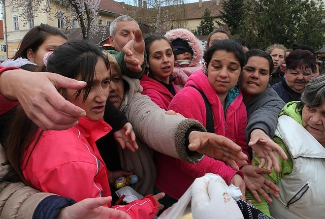 """Tombol a felemelkedési vágy a cigányokban: egy se ment el a """"példaértékű romákat"""" bemutató ingyenes filmvetítésre Miskolcon"""