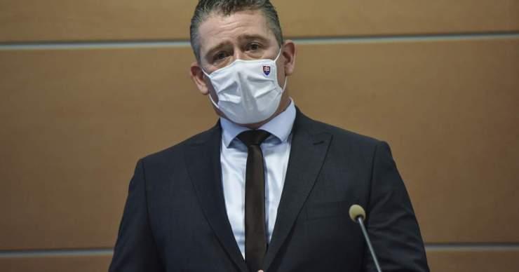 Keddre tűzték ki  Mikulec leváltását célzó rendkívüli ülést – a belügyminiszter támadja Pčolinský képviselőt
