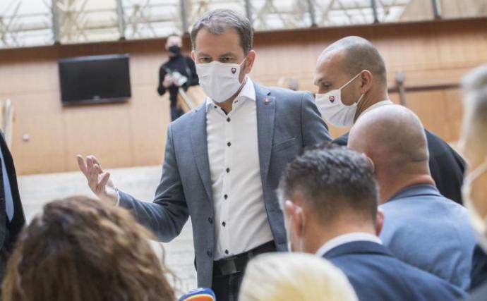 Döntés előtt a kormány. Ha addig nem sikerül megfékezni a járványt, március 21-étől leállítanák a termelést