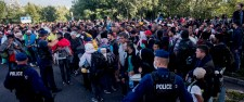 200 rendőrt vezényeltek a röszkei gyűjtőpontra