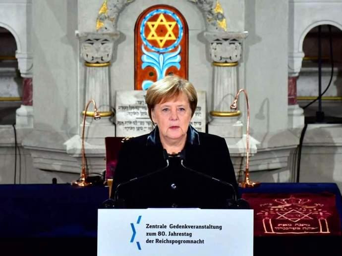 Angela Merkel a zsidó- és Izrael-gyűlölet ellen szónokolt egy berlini zsinagógában