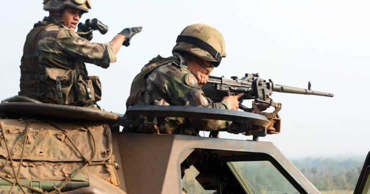 Francia újságírókat kivégző terroristavezérrel végzett a francia hadsereg