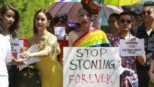 Mégsem kövezik halálra a buzikat Bruneiben – de csak addig, amíg a félreértéseket nem tisztázzák