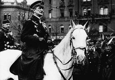 100 éve vonult be Budapestre  a Nemzeti Hadsereg élén Horthy Miklós fővezér