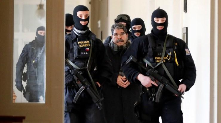 Szabadlábon a Prágában őrizetbe vett kurd politikus