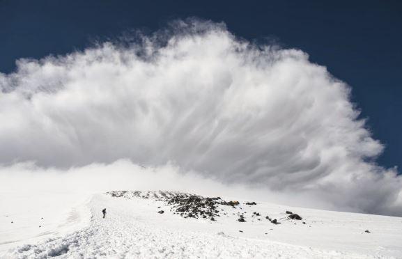 Sok helyen nagy a lavinaveszély, kétméteres hó van a Bâlea-tónál