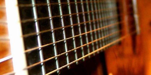 A világon először: 100 gitáros egy színpadon!