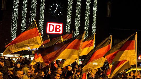 Németország: harcba hívnak minden ultrát, huligánt és hazafit