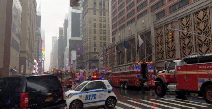 Helikopter-baleset New Yorkban: Legalább egy ember életét vesztette (Videó)
