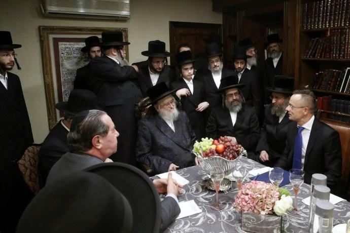 Isten ajándékaihoz zarándokolt Szijjártó Jew Yorkban – útlevelet is vitt a magyarul nem beszélő rabbinak