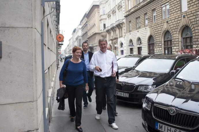 Gyurcsány nem volt hajlandó belépni a Köztársaság téri székházba?