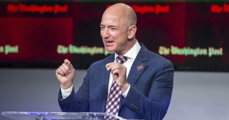 Majd 7 milliárd dollárnyi Amazon részvényt adott el Jeff Bezos