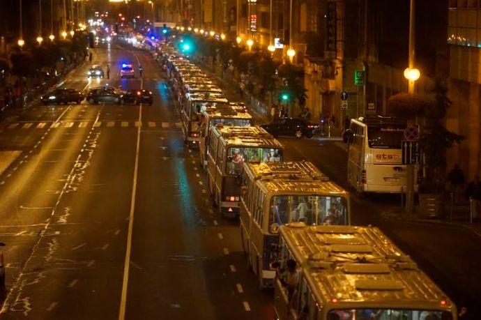 Budapest, tranzitzóna, kérjük, hagyják el a vonatot
