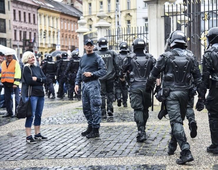 Beavatkozott a rendőrség a Hodzsa téren tüntetők ellen (GALÉRIA)