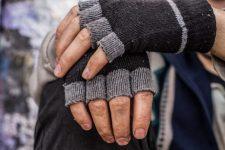 Utolsó pénzéből segített a hajléktalan egy asszonynak. Nem maradt el a jutalma