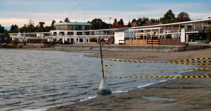 Még egy évig is lezárva tarthatják a Velencei-tó partján épült területet, az ott élők viszont azonnali cselekvést akarnak