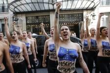 """A Femen-lotyók kampányt indítanak a """"fasizmus"""" ellen Európában – Párizsban volt az első felvonás"""