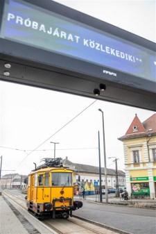"""""""Azér' ez kurva nagy dolog!"""" – Elkészült a villamoshálózat Szeged és Hódmezővásárhely között"""