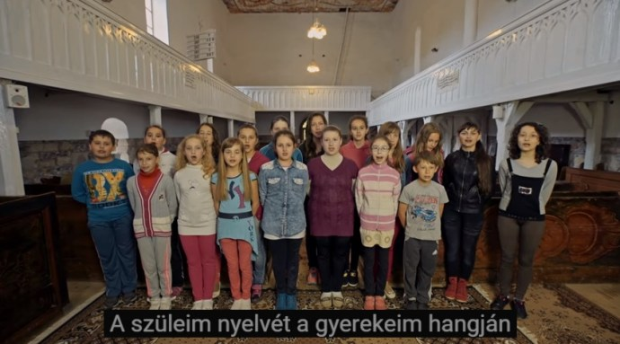 A szüleim nyelvét a gyerekeim hangján elmenni nem hagyom – dal a külföldön élő magyarok megszólítására