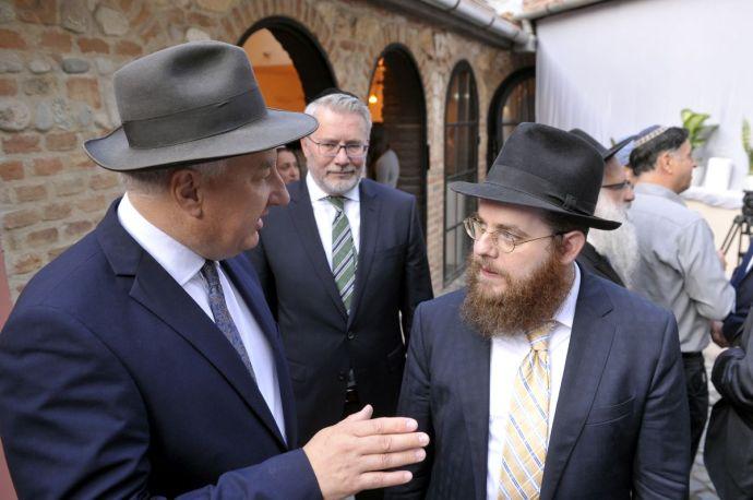 A Fidesz-KDNP-kormány a legmagasabb kategóriában elismert egyházzá teszi Slomóék Chabad-szektáját