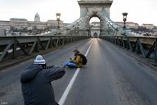 """A Jobbik pár perces hídfoglalással """"győzte meg"""" Ádert, hogy ne írja alá a """"rabszolgatörvényt"""""""
