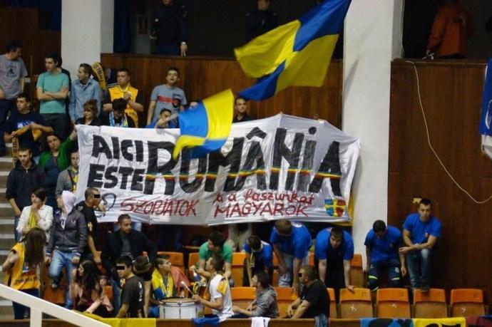 Szebeni oláhok magyargyűlölő üzenete egy marosvásárhelyi kosárlabda-mérkőzésen