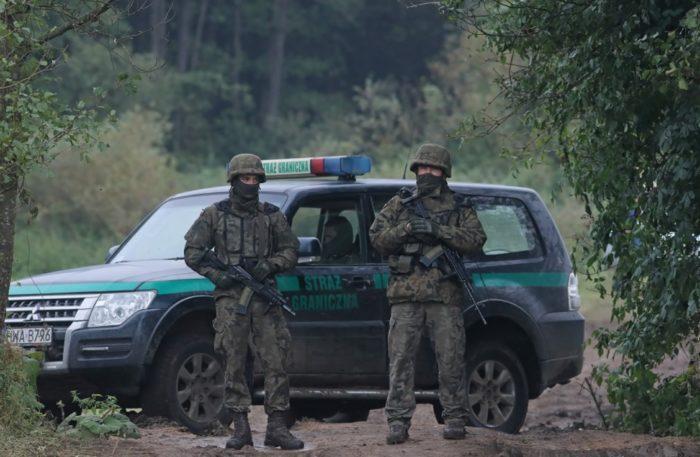 Lengyelország még több katonát vezényel a fehérorosz határra