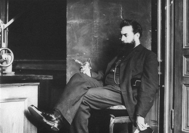 Miért rúgták ki a polgári iskolából Wilhelm Conrad Röntgent?
