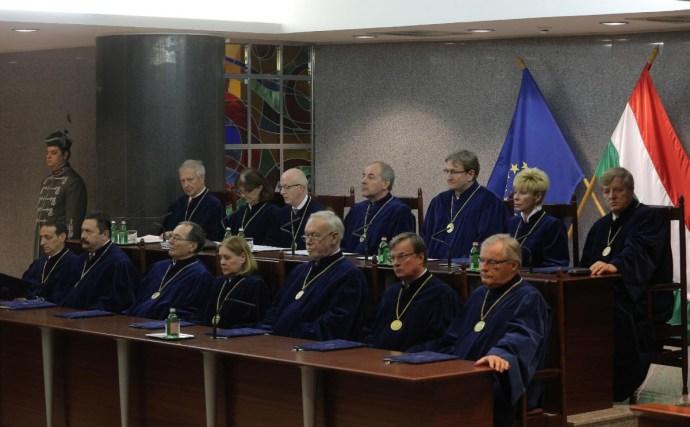 Megálljt parancsolt az Alkotmánybíróság Handó Tünde utasításainak