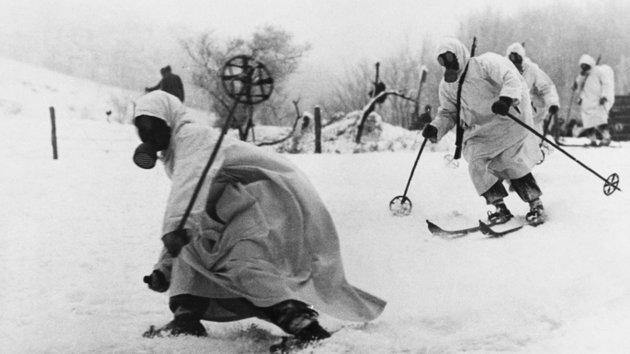 A téli háború emblematikus jelenete, a kolbászháború, amely az éhes szovjetek lemészárlásába torkollt