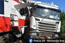 Horror: 100 méteren át tolta maga előtt a kamiont a vonat (GALÉRIA)
