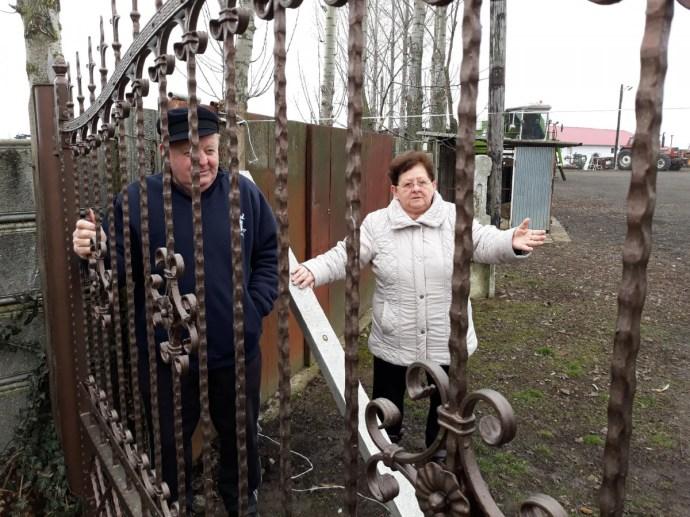 Ebesen elzártak egy tanyát a külvilágtól, még Mészárosék vasútépítését is akadályozzák