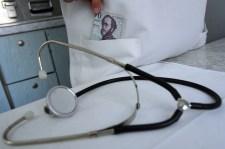Orvosok verik át a nyaralókat