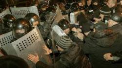 Nincs nyugalom Ukrajnában – Összecsapás tört ki Donyeckben, legalább egy ember meghalt