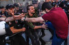 Az isztambuli rendőrség belelőtt a betiltott melegfelvonulásba (képek, videó)