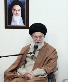 Komplett hülyének nevezett amerikai tisztségviselőket Ali Hamenei ajatollah