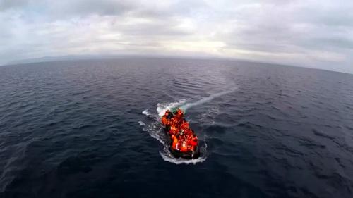 """Afrikai néger kontinensfoglalók tengerbe hajigálnak gyermekeket, ha nem veszik fel őket a """"mentőhajóra"""""""