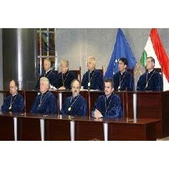 Alkotmánybíróság: küszködnek, ütköznek