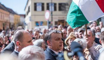 Orbán elárulta, hogyan állították meg a vizet