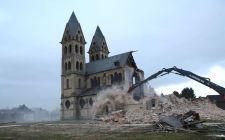 Templomrombolás Németországban: buldózerekkel estek neki a 19. századi neoromán templomnak