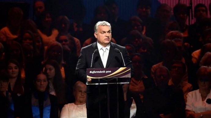 Elgurulhatott a gyógyszer – Orbánnak meggyőződése: Isten kegyelmének megnyilvánulása az, hogy ő kormányoz