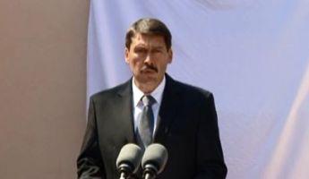 Áder: A magyar kormány is felelős a roma holokausztért