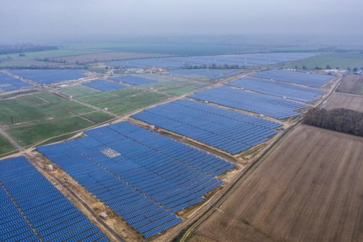 Közép-Európa legnagyobb naperőműve épült meg Magyarországon