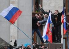 Riadókészültségben az ukrán hadsereg, Putyin Obamának: elképzelhető, hogy minden orosz lakta ukrán területre katonákat vezényelünk