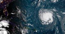 """Megállíthatatlanul közeleg a """"szörnyeteg hurrikán"""" Amerika partjai felé"""