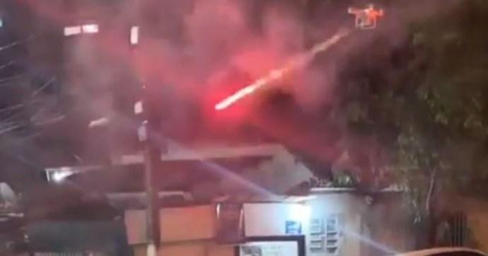 Rakétákkal felszerelt drónnal kezdte lőni a szomszéd a túl hangos partizókat